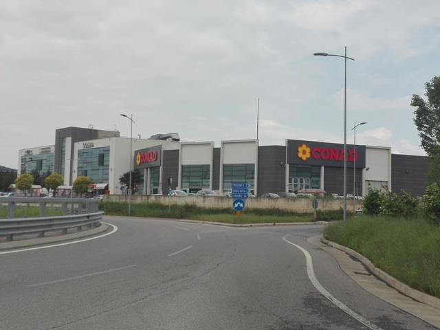 Locale commerciale in complesso di recente edificazione