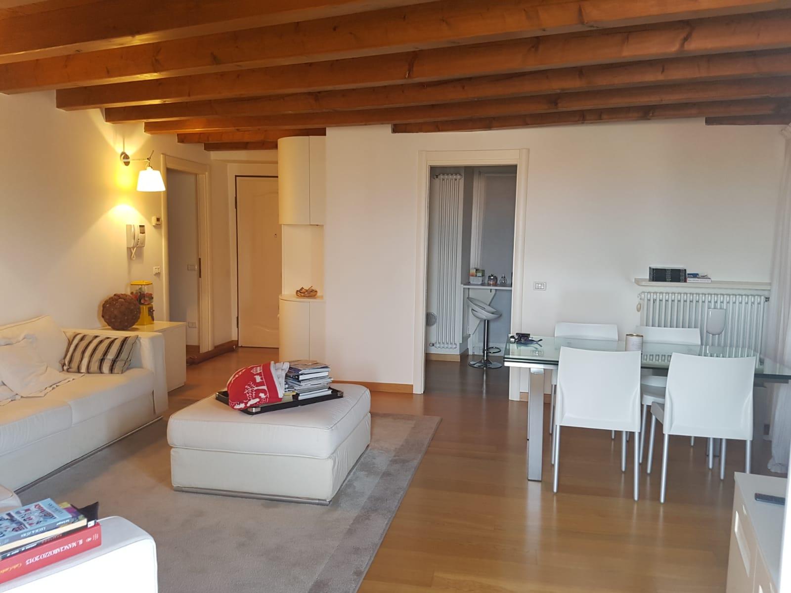 Bergamo Via Pignolo – Trilocale arredato