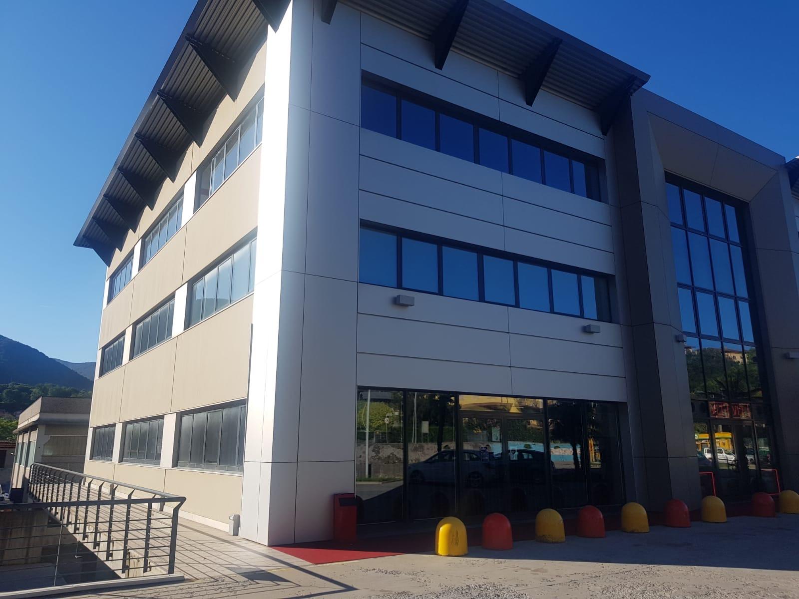 Albino Ufficio in palazzina direzionale